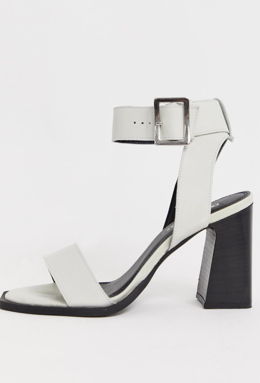 Sandalias de tacón cuadrado de cuero blanco Herbert de ASOS DESIGN