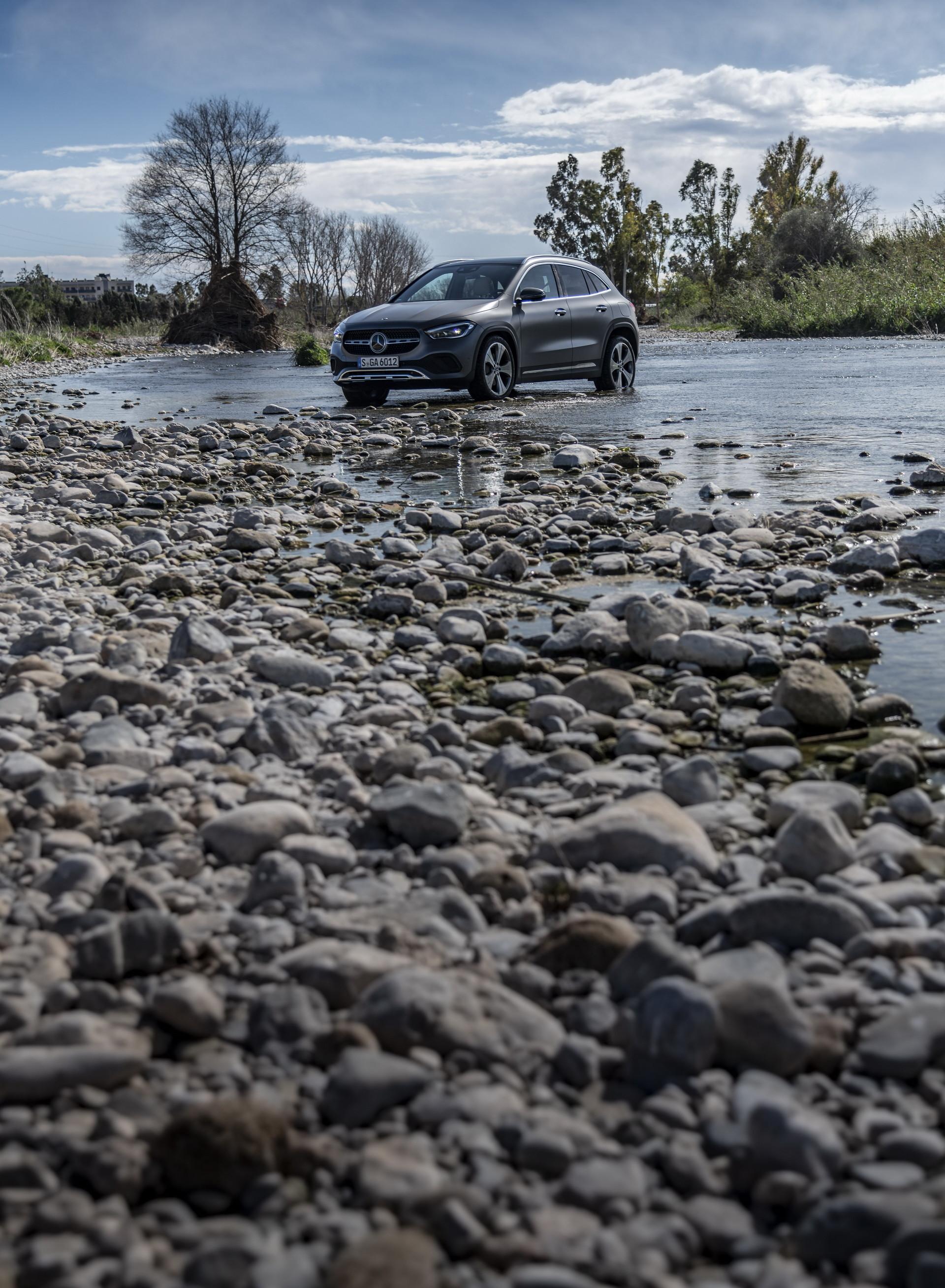 Foto de Mercedes-Benz GLA 2021 (33/103)