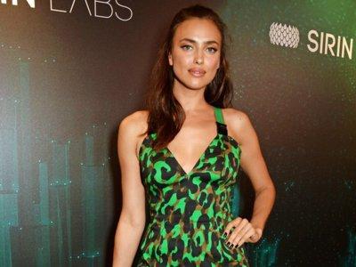 Duelo de leopardos by Versace: Irina Shayk y Kourtney Kardashian sacan las garras