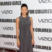 Thandie Newton se apunta a la moda del gris
