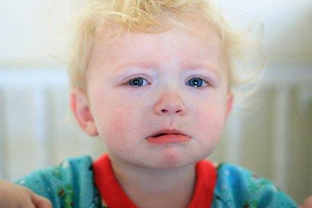 Se sigue recomendando no dar importancia al vómito de los niños que no quieren dormir