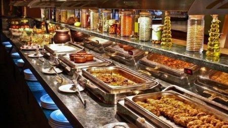 Cómo controlar la ingesta de alimentos en un buffet libre