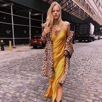 Los vestidos lenceros salen a la calle: 13 slip dress para pisar el asfalto con mucha fuerza