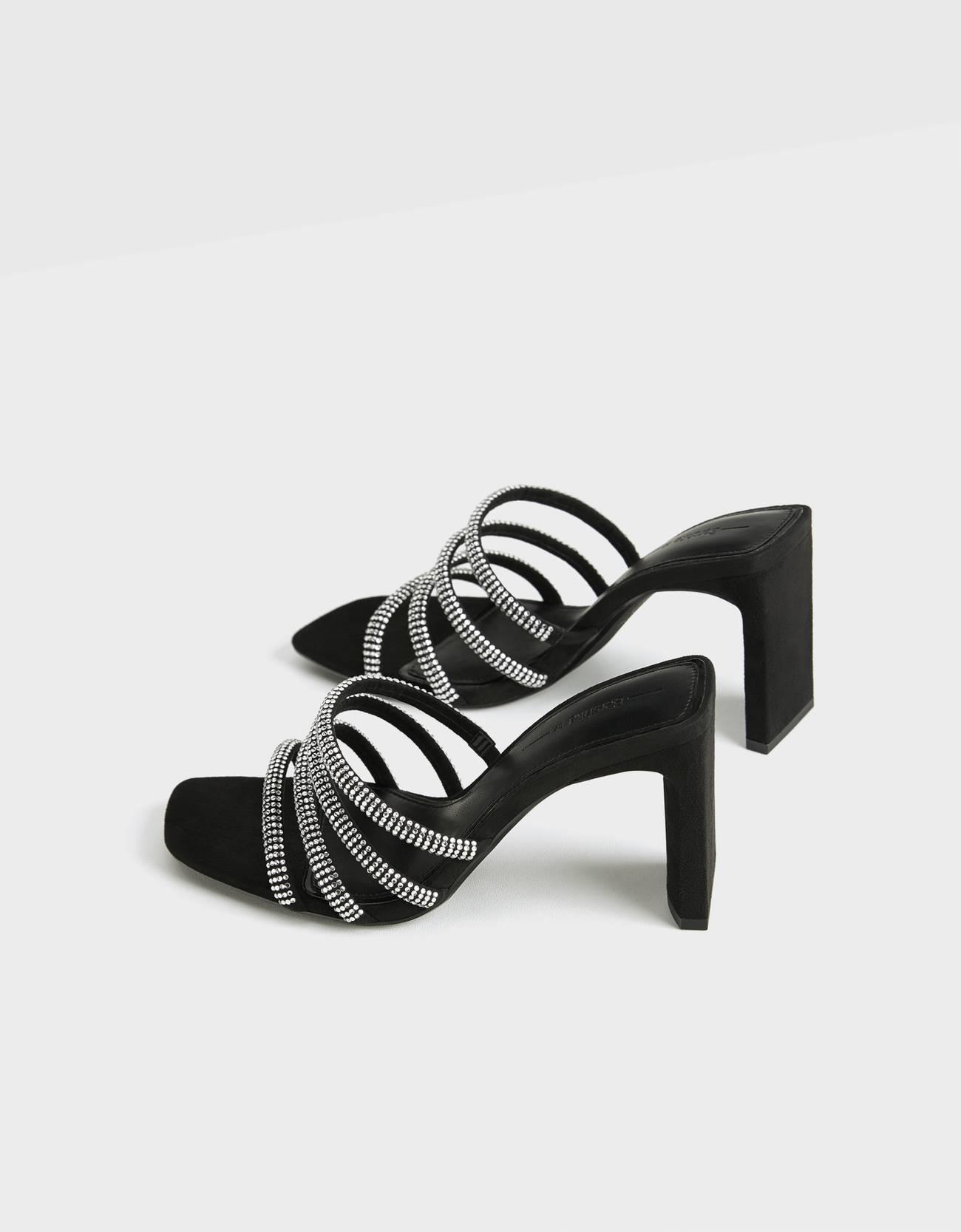 Sandalias con tiras de strass