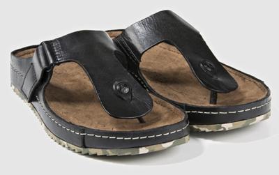 A paso romano con las sandalias `de dedo´ de Clarks