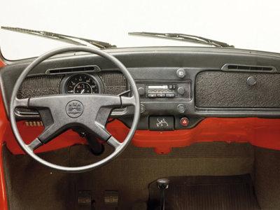 De los primeros radios a la voz sexy del navegador: Así ha evolucionado el entretenimiento en el auto (Parte 1)