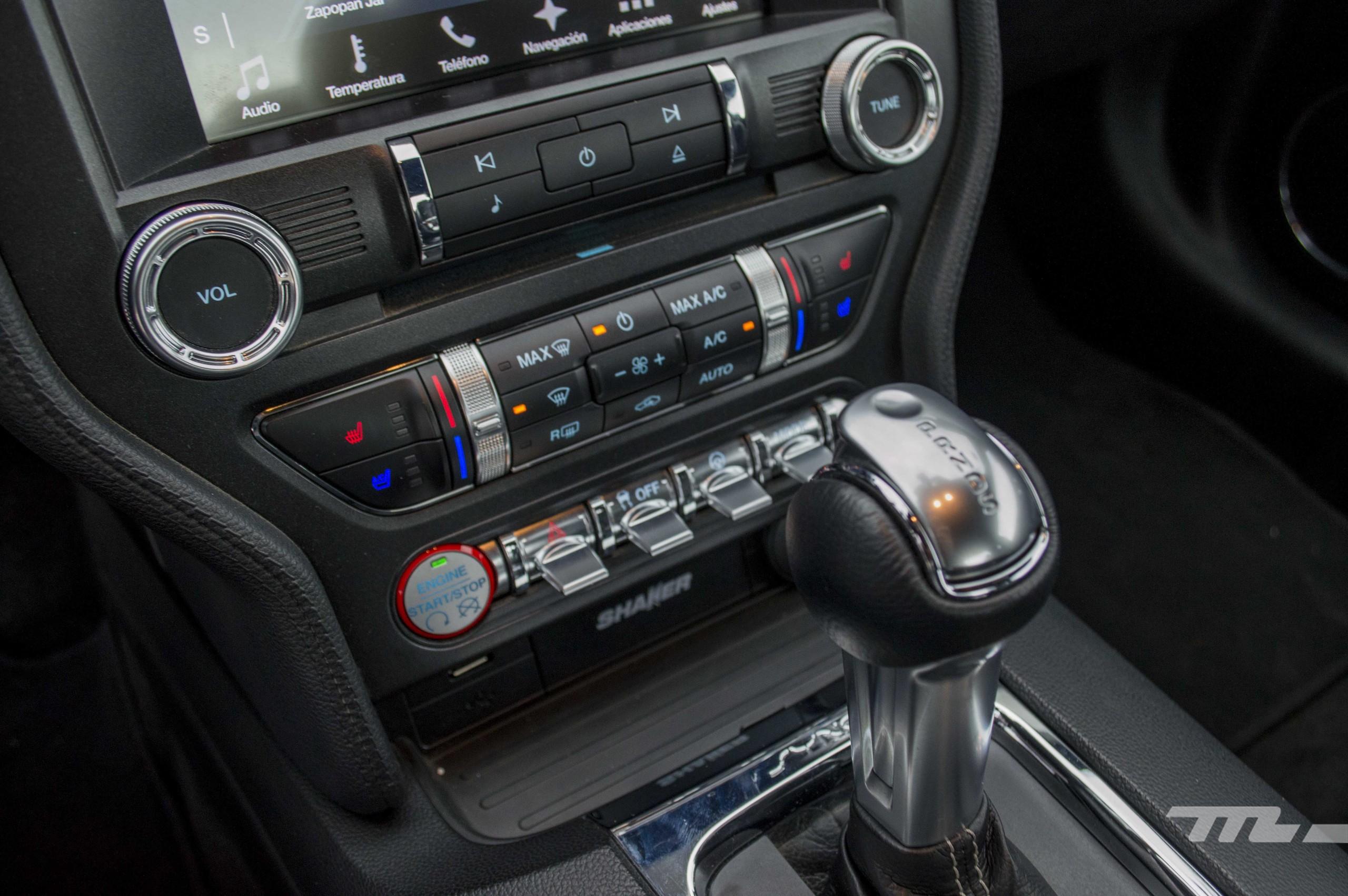 Foto de Ford Mustang GT V8 (13/22)