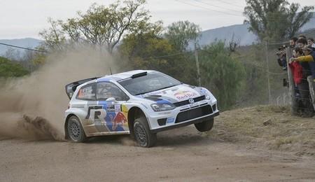 Rally de Argentina 2013: Sébastien Ogier lidera, Dani Sordo vuelca