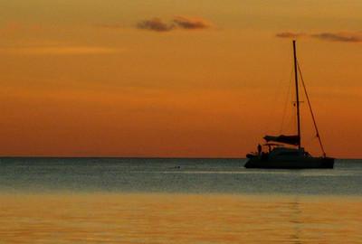 ¿Alquilar un barco con patrón para viajar navegando a vela?