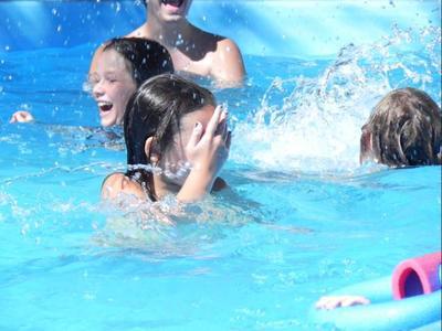 En verano aumentan los casos de conjuntivitis en niños: se recomienda extremar la higiene y prevenir el contagio