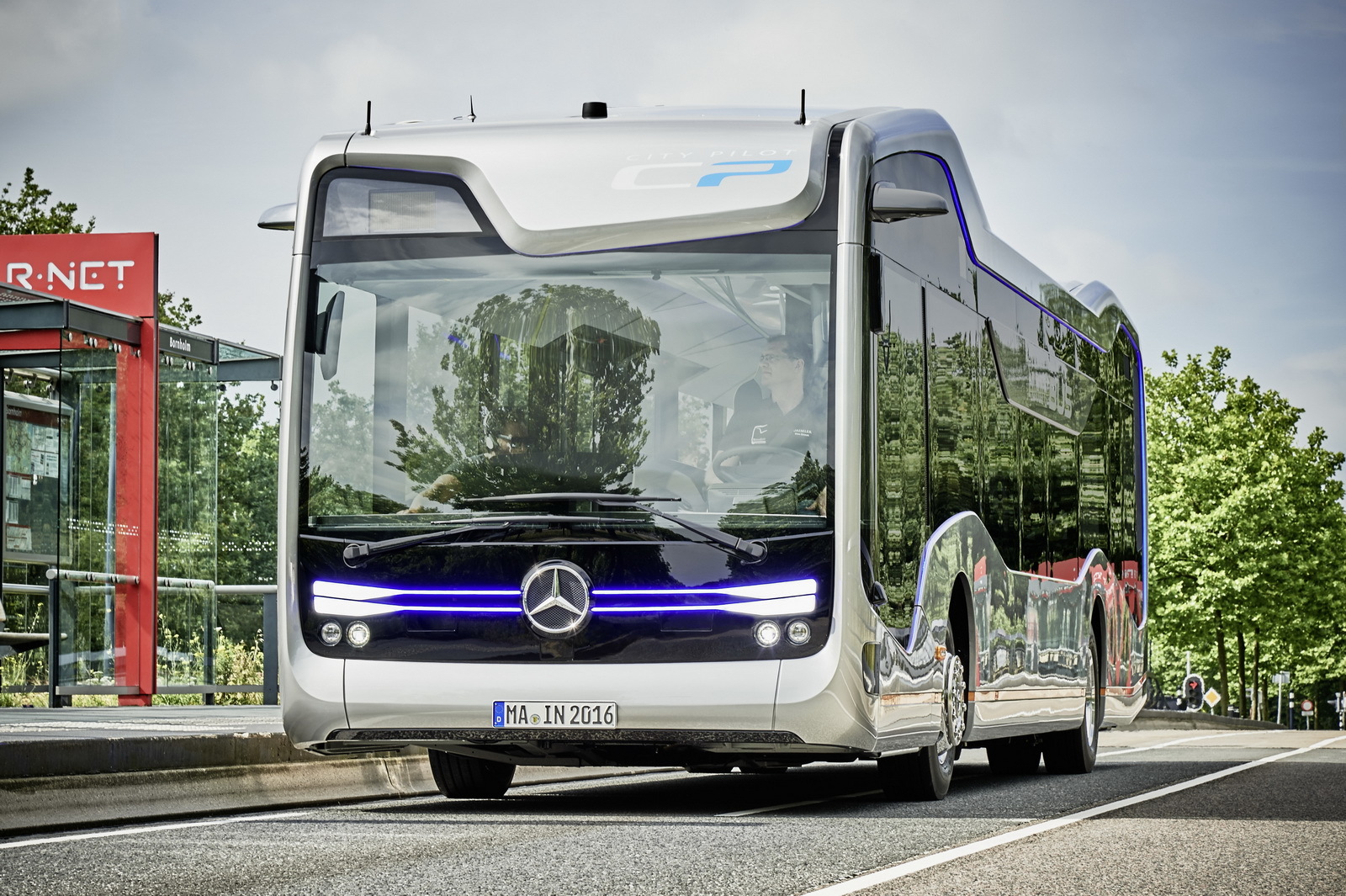 Foto de Mercedes-Benz Future Bus (6/36)