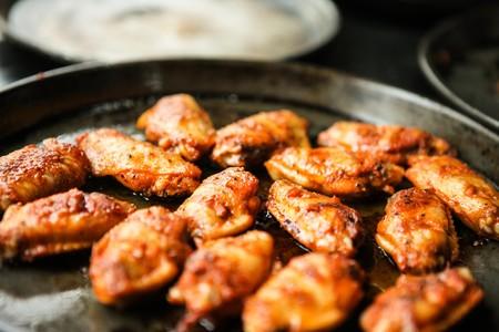 Si amas las alitas de pollo, te interesará cuáles son las ventajas, desventajas y mitos sobre su consumo