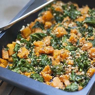 Calabaza asada con col rizada o kale: deliciosa receta de guarnición vegetariana