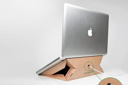 Soporte de portátil con una caja de pizza - 3