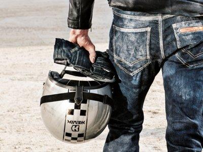Hevik refuerza su gama retro Garage con guantes y cascos a precio de antes