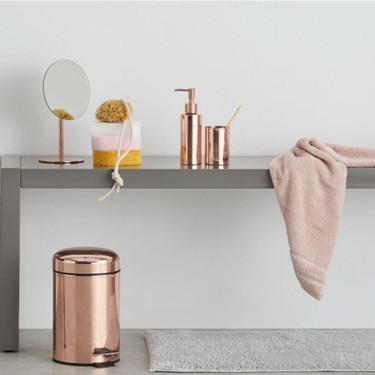 Negro y cobre para tu cuarto de baño, diez accesorios para incluir los acabados tendencia para tu baño sin obras ni reformas