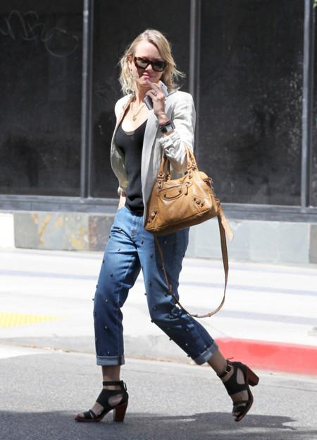 Naomi Watts tacón sandalia