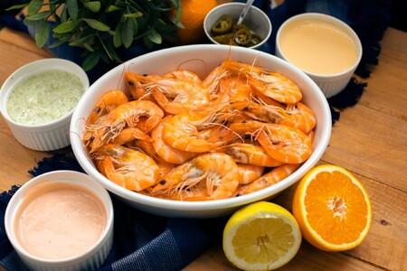 Cómo cocer y dejar los langostinos en su punto y tres salsas diferentes para acompañarlos