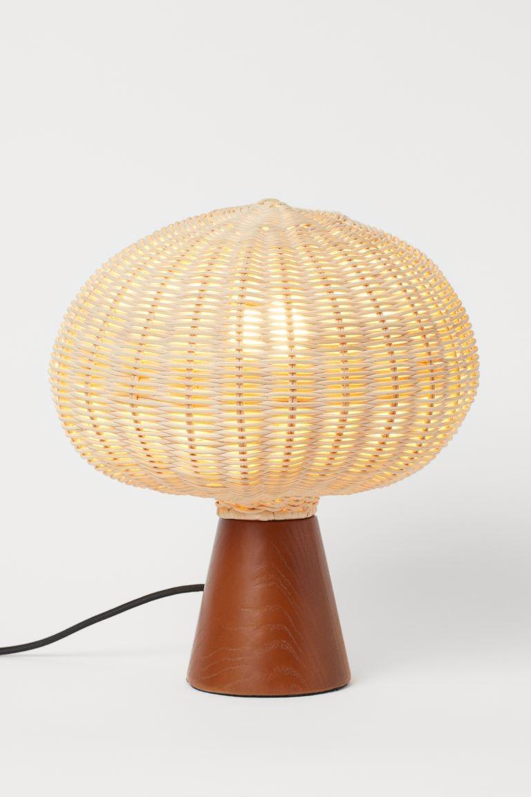Lámpara de madera y ratán