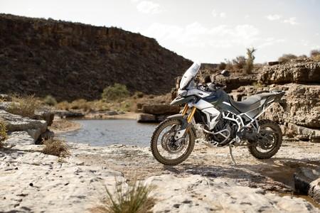 ¡Ya llegó! La Triumph Tiger 900 se presenta como una moto trail en tres versiones de 95 CV y desde 11.350 euros