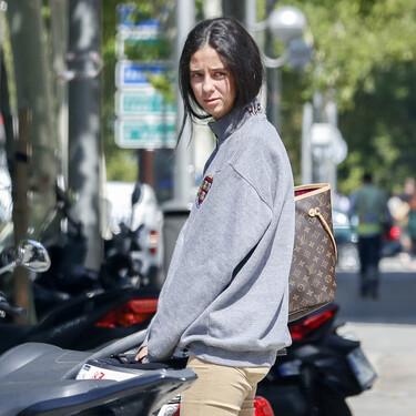 Podrán copiarle los apuntes de ADE a Victoria Federica, pero no el look: 1.000 euritos por un Vuitton para llevar los subrayadores...