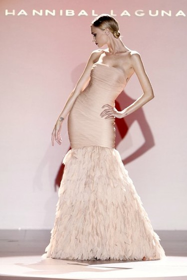 Hannibal Laguna Primavera-Verano 2012: una flor hecha mujer