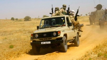 El lado oscuro y bélico del Toyota Land Cruiser