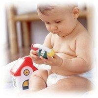 Estimular las manos de un bebé