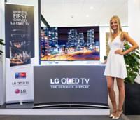 LG será la primera en lanzar televisores OLED curvados en Europa: 8.999 euros