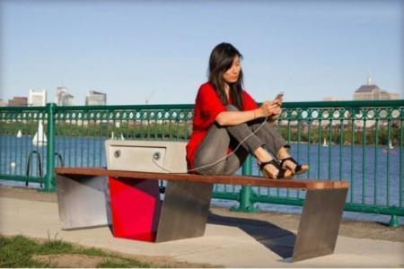 soofa-solar-powered-smart-park-bench-01.jpg