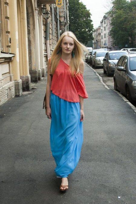 Moda en la calle rojo azul