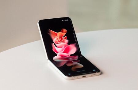 Samsung Galaxy Z Flip3 5G: rebajón en el precio de lanzamiento para el plegable de bolsillo que ahora aguanta salpicones