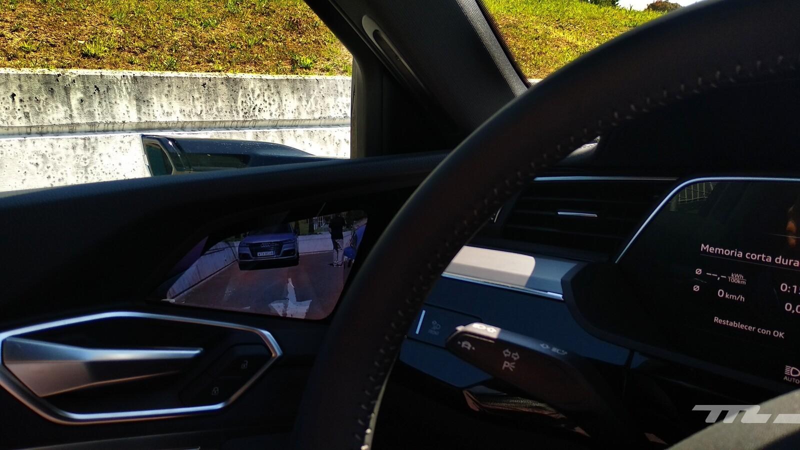 Foto de Audi e-tron (9/111)