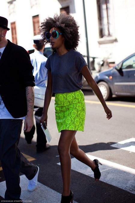 ¿Te animas con una minifalda en color neón? ¡Ellas sí! Prueba con estas versiones low-cost