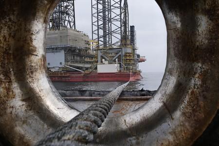 """El mercado del petróleo enfrentará en abril """"el peor mes de su historia"""", borrando una década de crecimiento"""