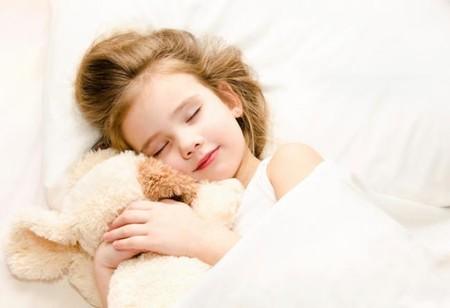 Después del colecho, ¿cuándo pasar al niño a la cuna o la cama?