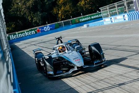 Tres carreras en los coches eléctricos y Mercedes ya lidera también la Fórmula E