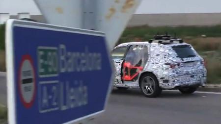 Y esto es un futuro Mercedes GLC que se pasea por Tarragona sin puertas, en vídeo