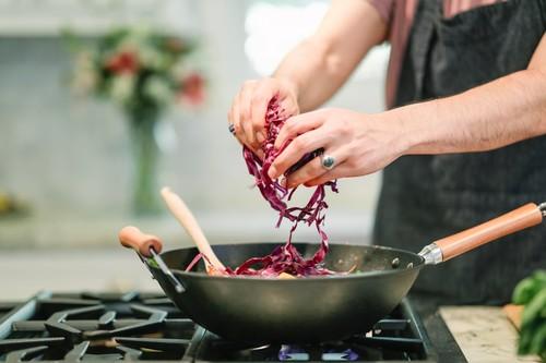 Ofertas del día para la cocina en Amazon: DeLonghi MultiGrill, batidora Bosch MSM67170 ErgoMixx y set de sartenes BRA rebajados
