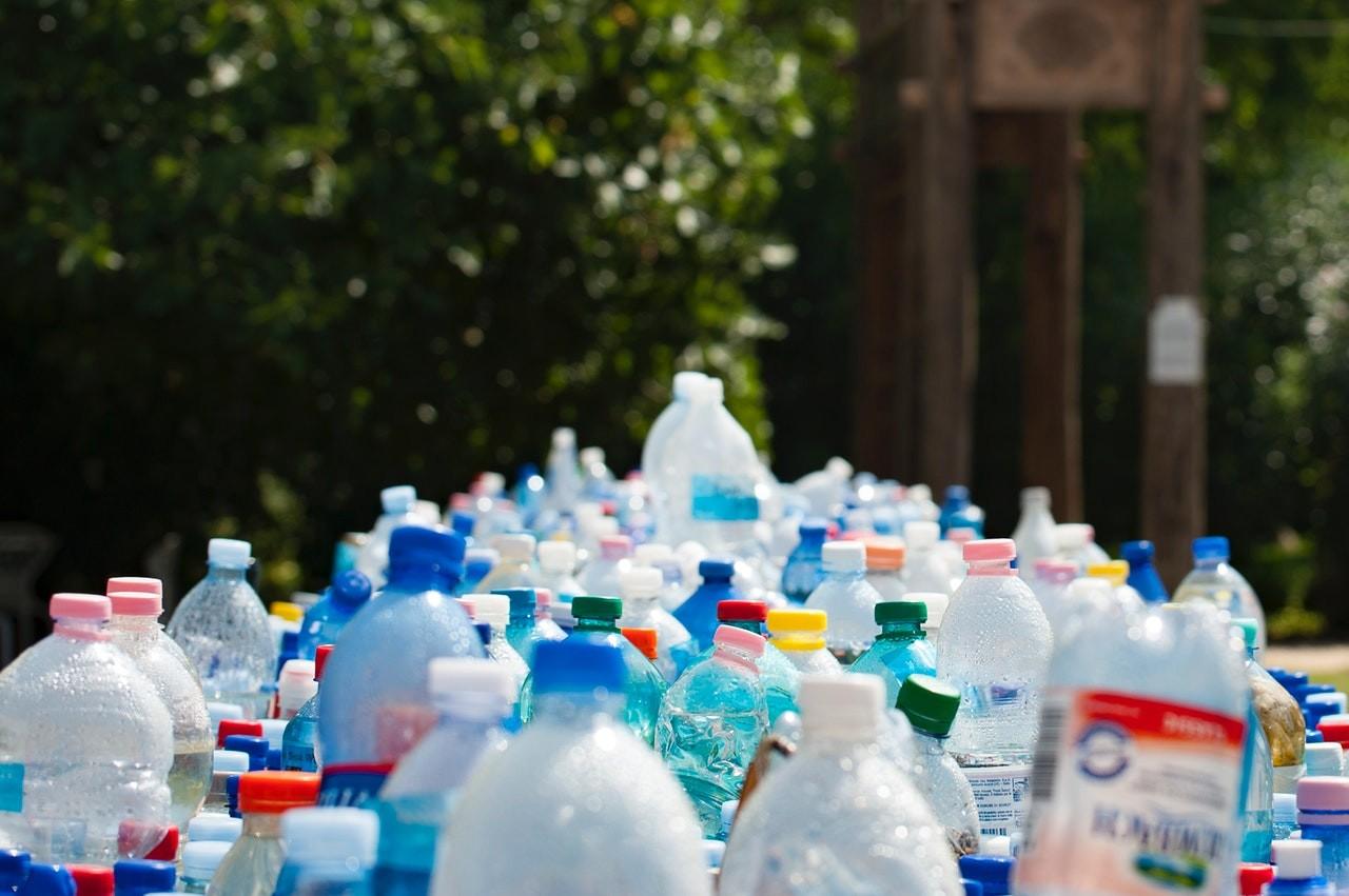 Coca-Cola propone que las botellas de refresco en México sean de plástico reciclado, o paguen impuestos