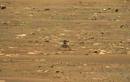 Ingenuity vuela con éxito por tercera vez en Marte y ya tenemos la primera foto aérea a color de las tierras marcianas