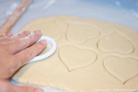 cortar formas galletas tetas