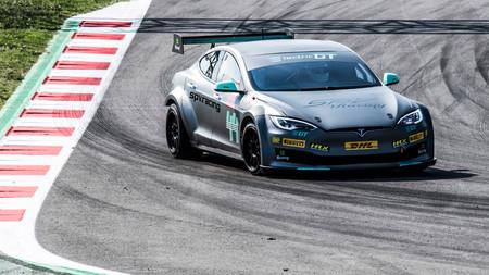 Tiff Needell prueba el Tesla Electric Gt en el Circuit de Cataluña