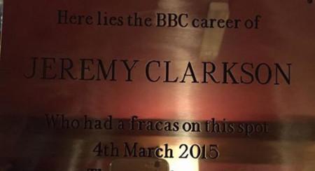 """Una placa conmemora la """"gresca"""" que le costó a Jeremy Clarkson su trabajo en Top Gear"""