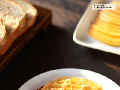 Tostas de melón, almendra y queso crema. Receta