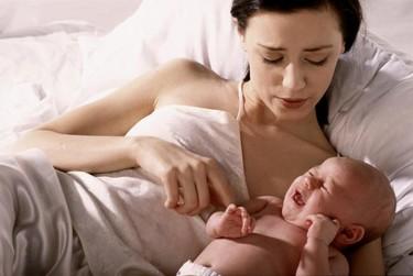Los bebés se despiertan por la noche para evitar que la madre se quede de nuevo embarazada, dice un ¿experto?