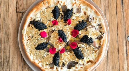 La pizza más excéntrica del mundo está hecha de oro y probarla te costará unos 2.000 dólares