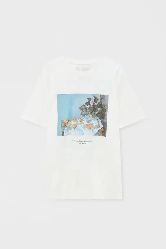Camiseta blanca obra Paul Cézanne - Still Life with Apples and a Pot of Primroses, ca. 1890