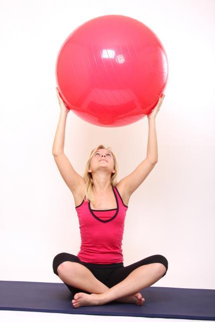 Cosas que tienes que saber antes de sentarte encima de un fitball para trabajar