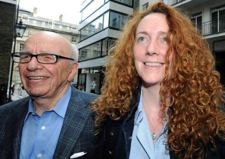 Divulgan mensajes de móvil intercambiados entre Cameron y la mano derecha de Murdoch